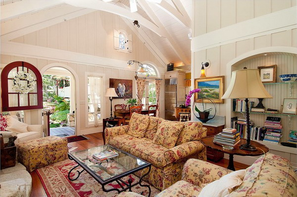 Country-Cottage-Living-Room-Design-with-Floral-Sofa-Set