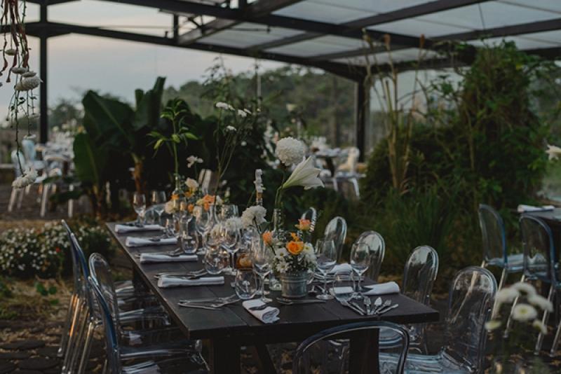 Earthy-Industrial-Wedding-Pedro-Vilela-Junebug-Weddings-4-2-15-3