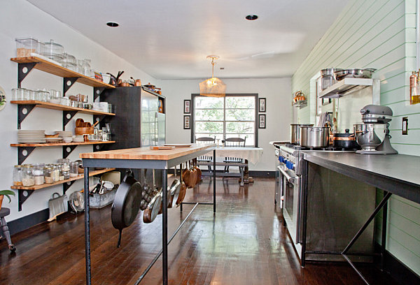Metal-surfaces-in-an-industrial-kitchen