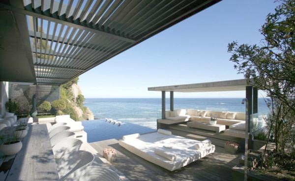 Outdoor-lounge-furniture-design-luxury-apartment-style-verges-California-beach-and-amazing-beach-home-decor-with-beautiful-view