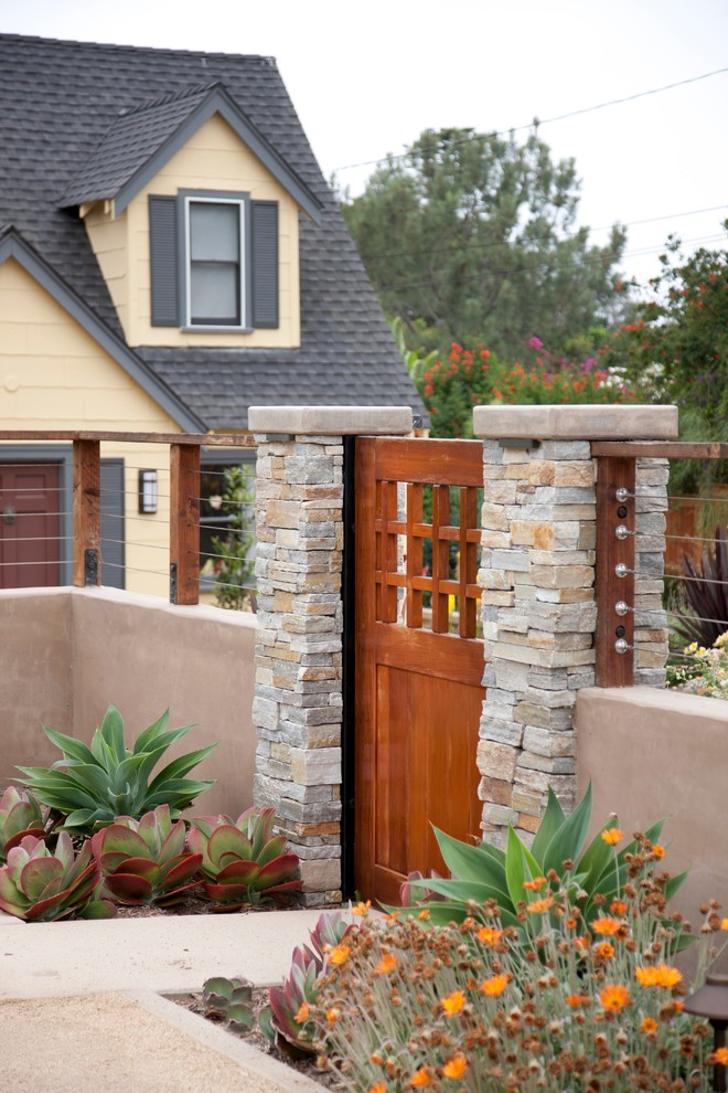 Superb-Wooden-Gates-look-San-Diego-Beach-Style-Landscape-Innovative-Designs-with-cable-fence-cable-railing-Concrete-Pathway-concrete-walkway-cottage-gate-entryway-gated-entrance-gated