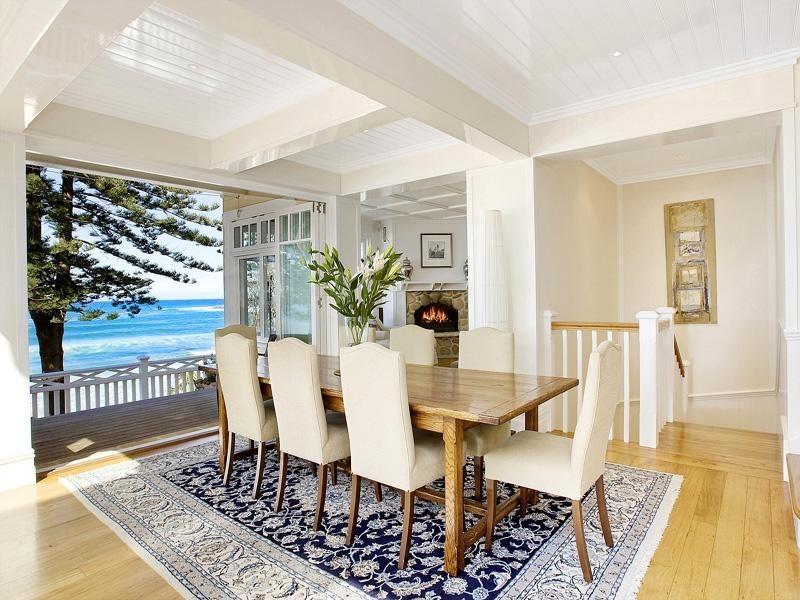 beach style style dining room