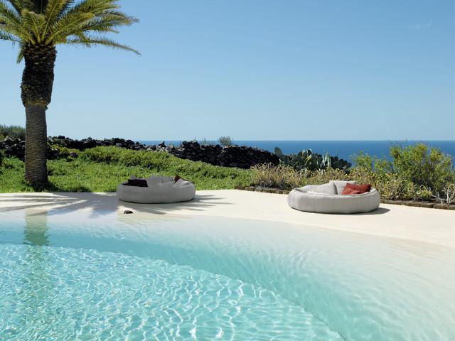 beachstyle-pool-pool-designs-photos-lounge-furniture-outdoor-kerala-kitchen-beach-entry-pools-coastal-floor-cushions
