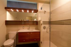 25 Stunning Mid Century Bathroom Designs