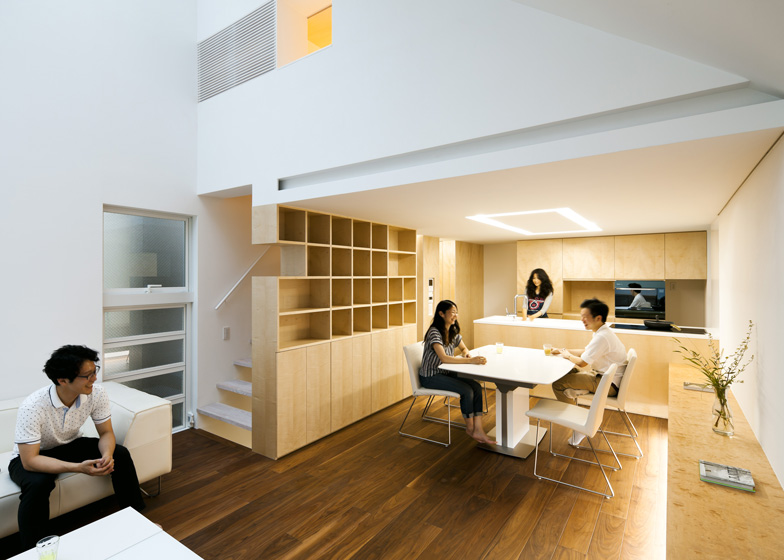 Atelier-Tekuto-Tokyo-Japan-Small-House-with-Skylight-Living-Room-Kitchen-Humble-Homes