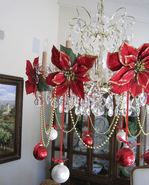 Entertaining-At-Home-table-chandelier-christmas-decorations-Image