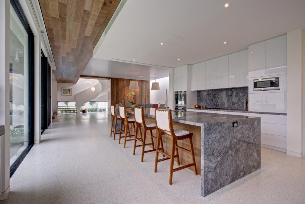 Lovely-lengthwise-grey-marble-kitchen-island