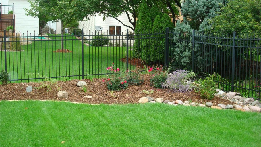 captivating-lawn-backyard-landscaping-idea-
