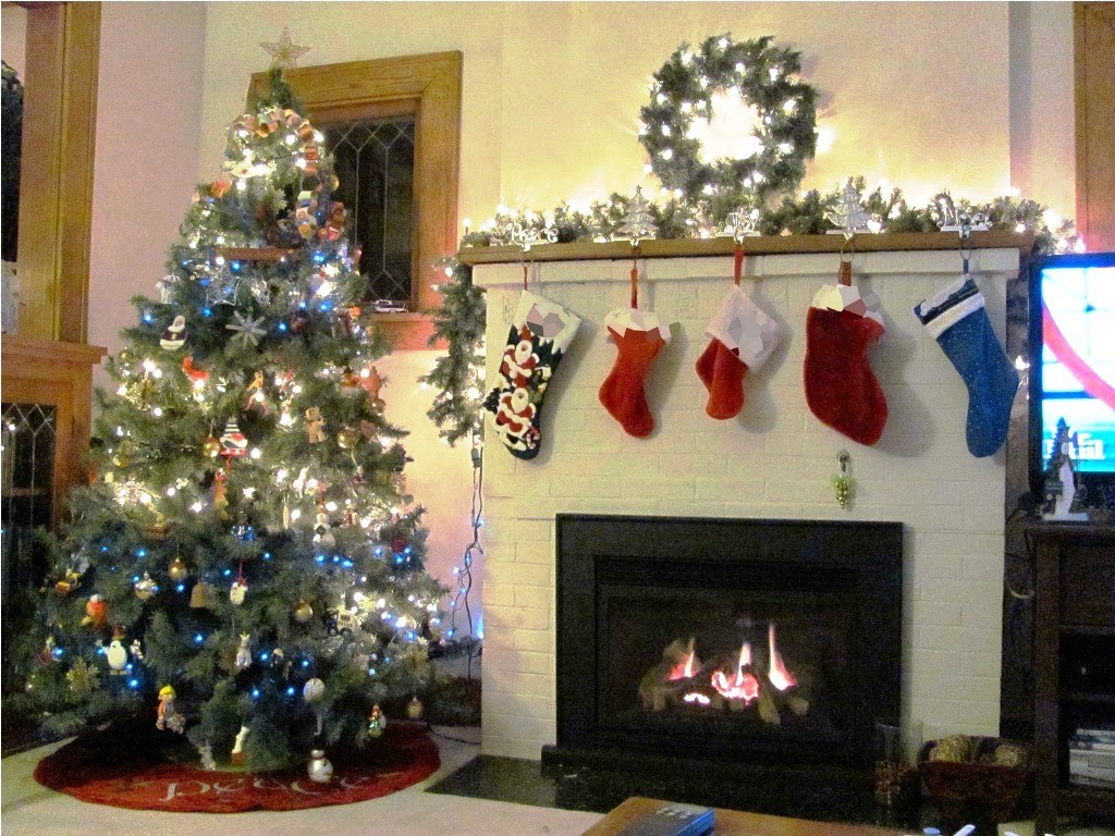 -classic-christmas-living-room-artificial fireplace