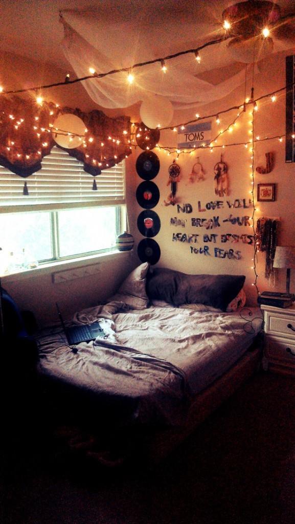 hanging-string-LED-lights-decor_dark-teen-bed-set_