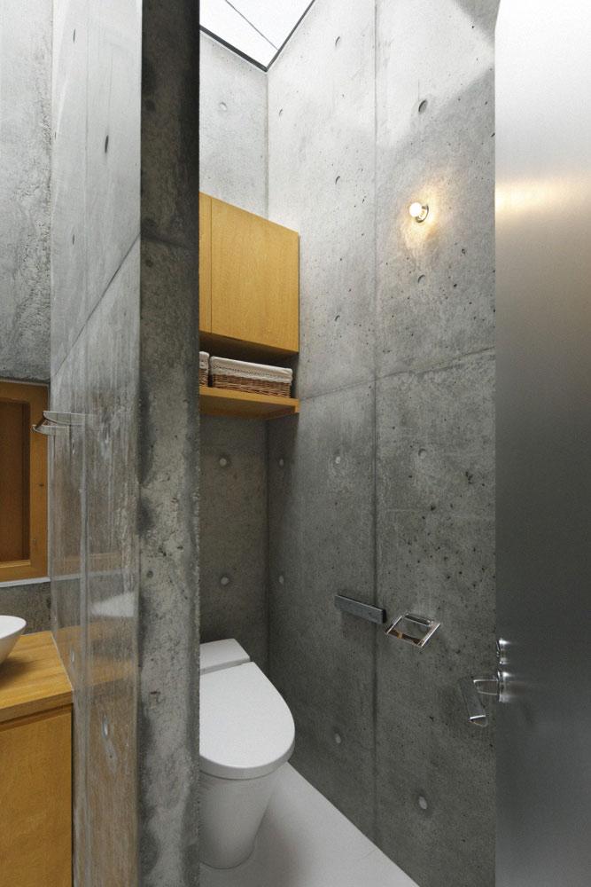 raw-exposed-concrete-bathroom-interior-idea