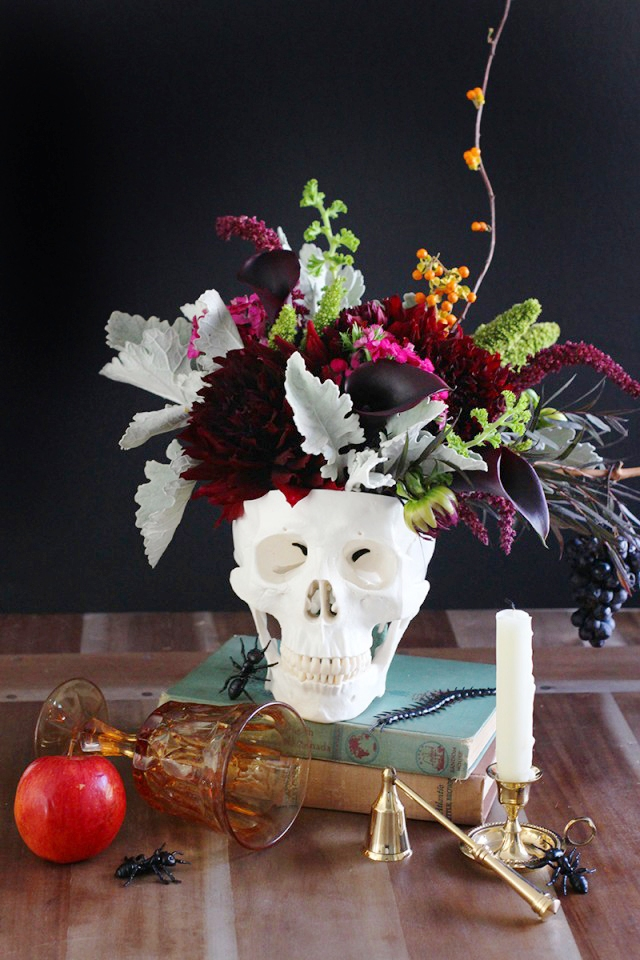 skullVase decor