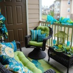15 Amazing Balcony Decor Ideas For Christmas
