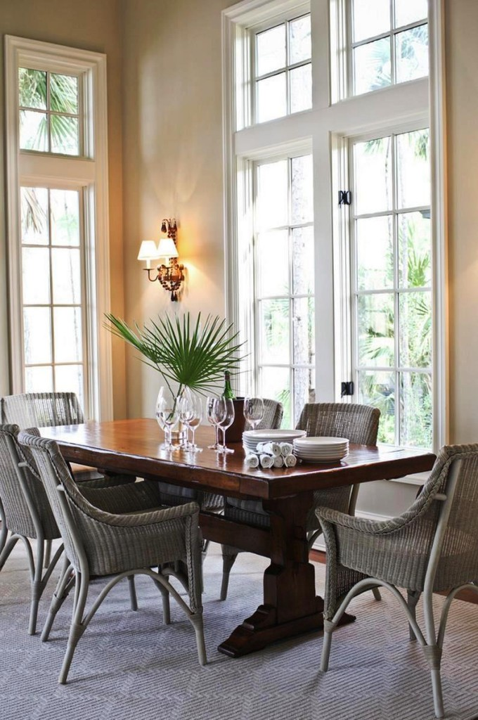 Classic-trestle-table-in-a-tropical-vignette