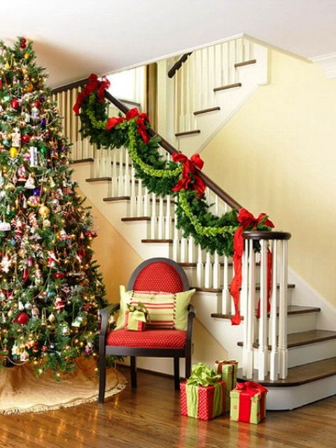 Stairs-Decoration-for-Christmas-