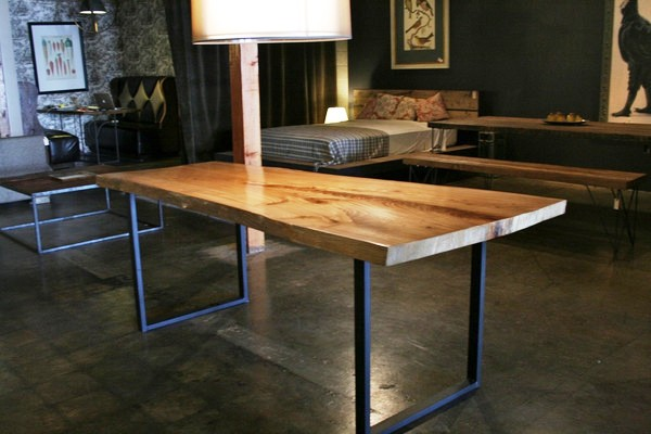 reclaimed-wood-dining-table-with-metal-legs
