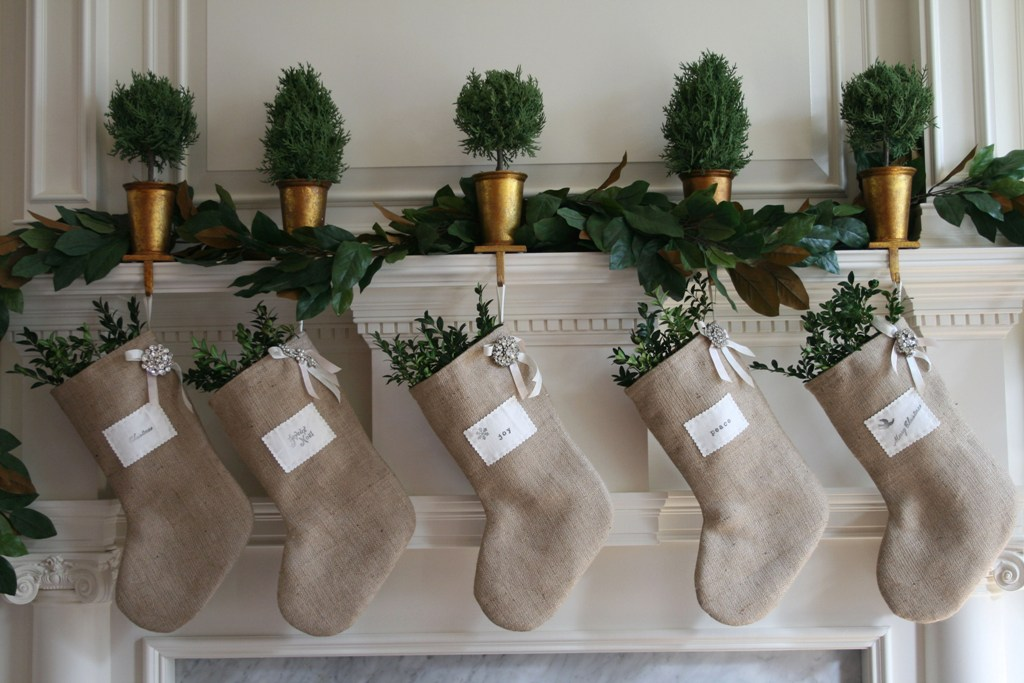 burlap-christmas-stocking-ideas