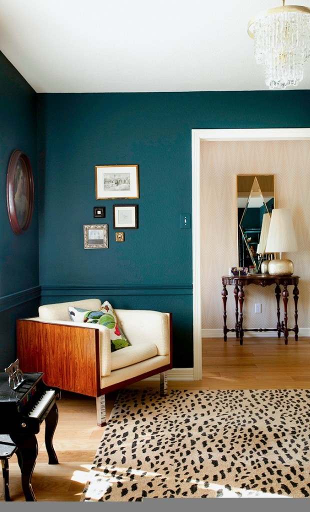 Bold colors for small living rooms