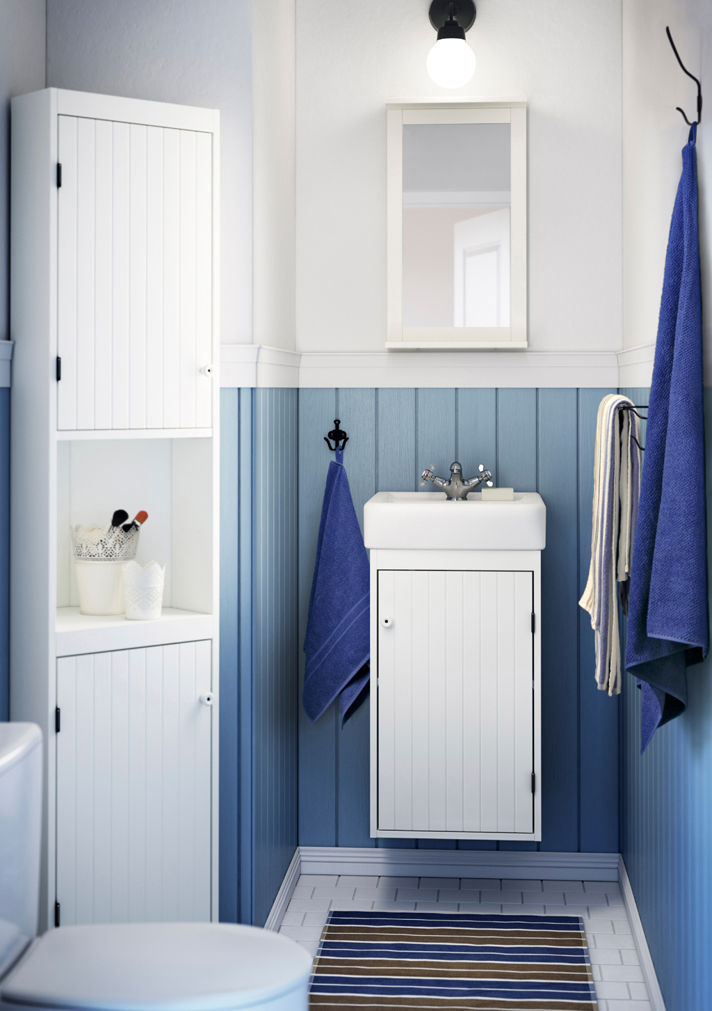 small bathroom with a white wash-basin