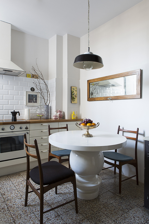 Tile-backsplash-in-a-modern-eclectic-kichen