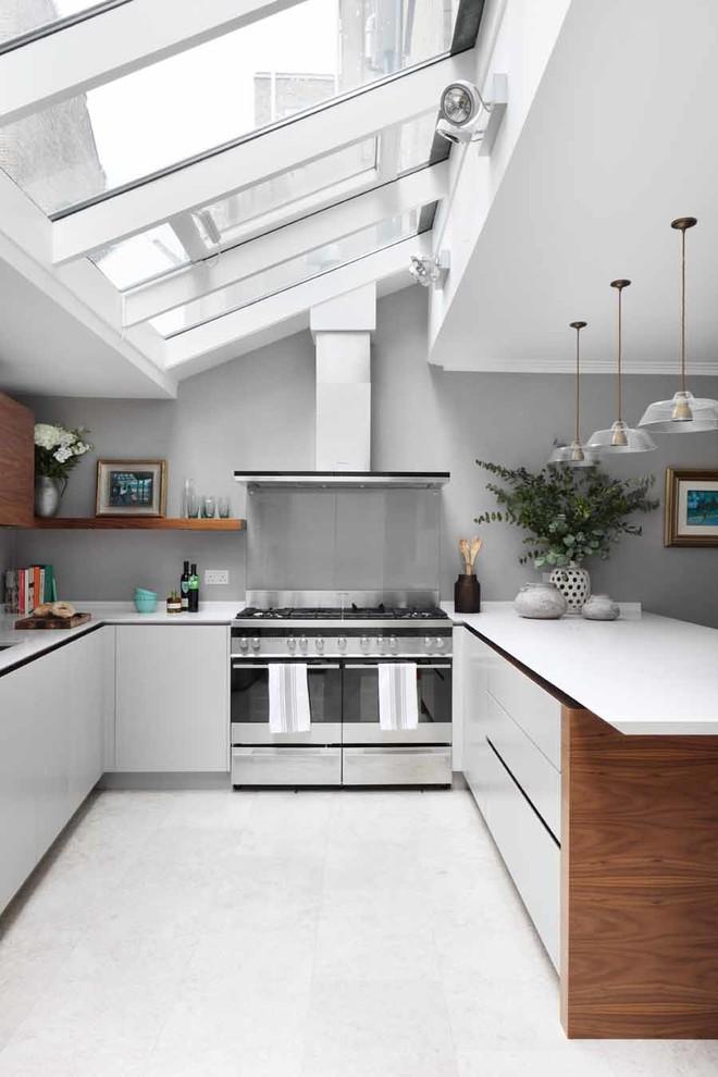 All White U-Shaped Kitchen Design
