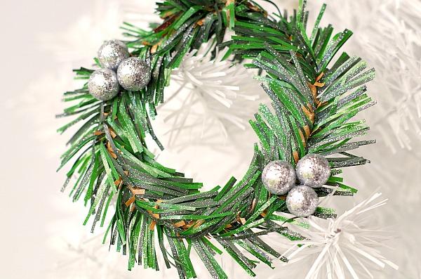DIY Mini Wreath Ornament