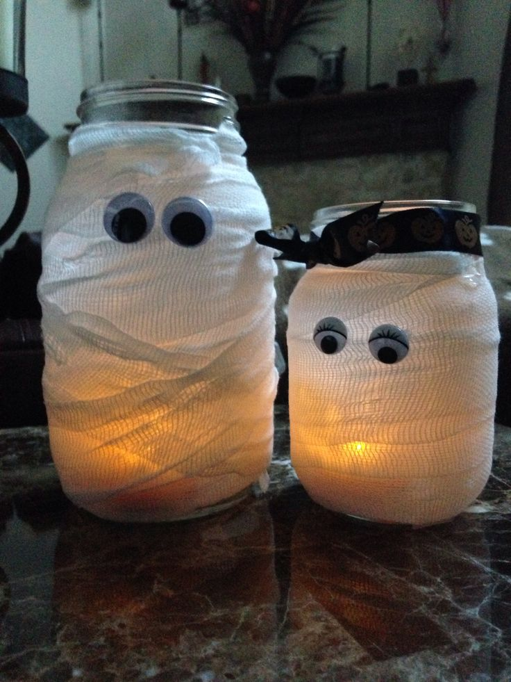 Mummy-Halloween-Craft-Mason-Jars