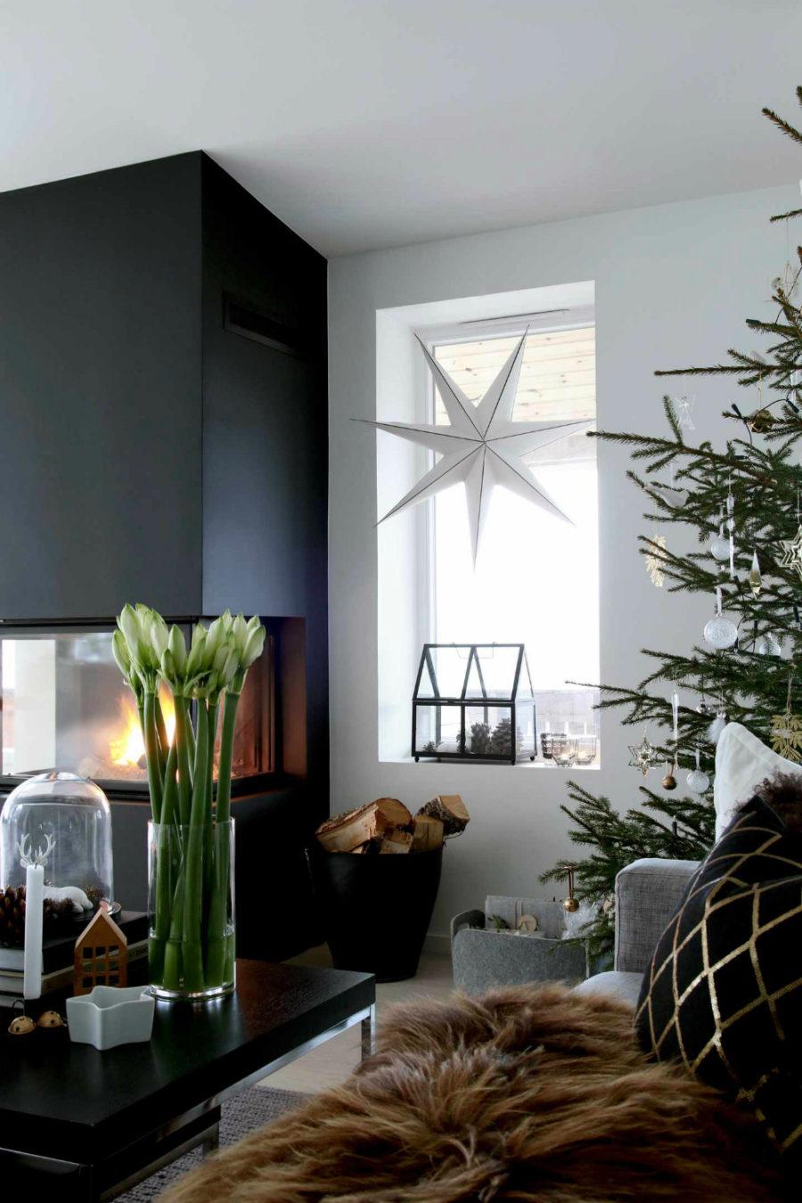 Stylish contemporary holiday decor Dwellingdecor