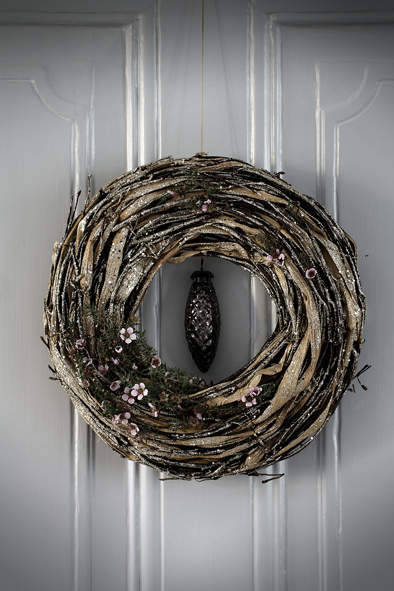 modern-Christmas-wreath-dwellingdecor