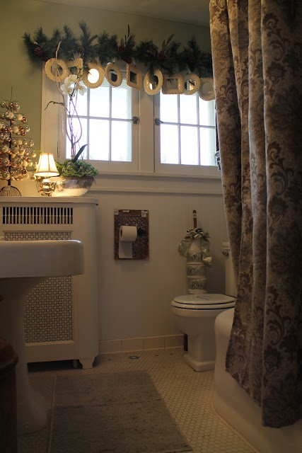 Holiday Bathroom Decoration