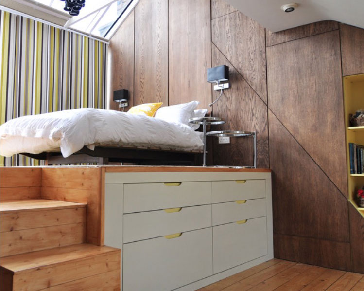 Bedroom With Drawer