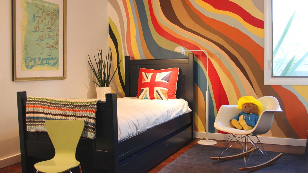 Geometric Walls and Color Patterns