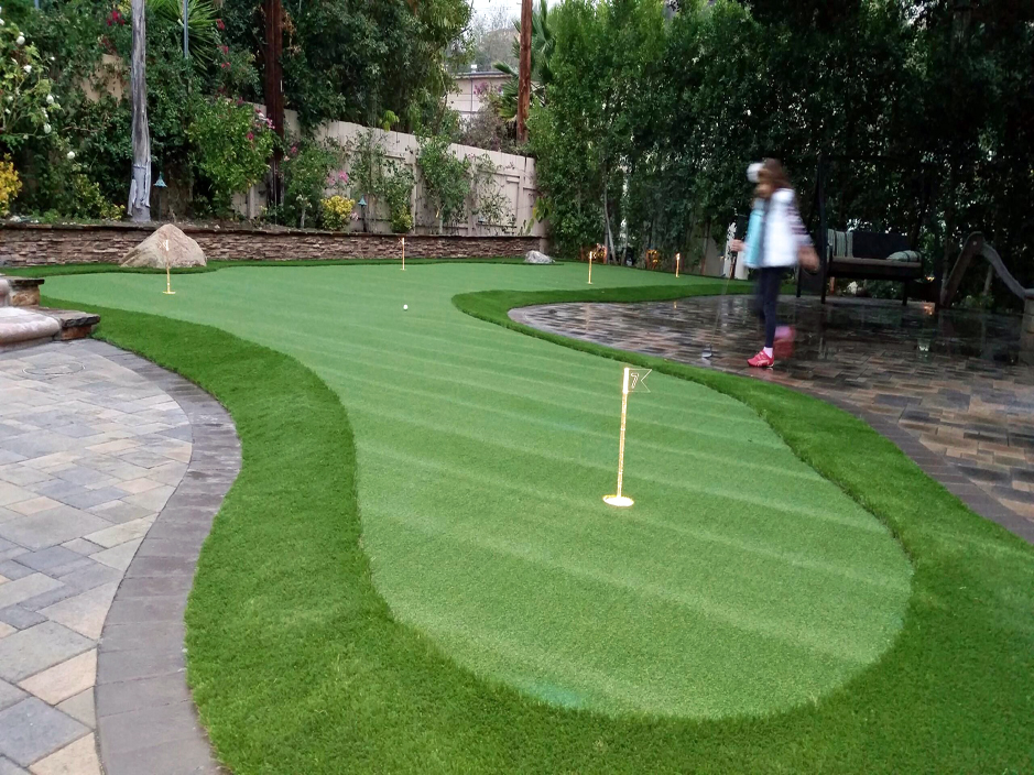 Why Build Your Own Putting Green