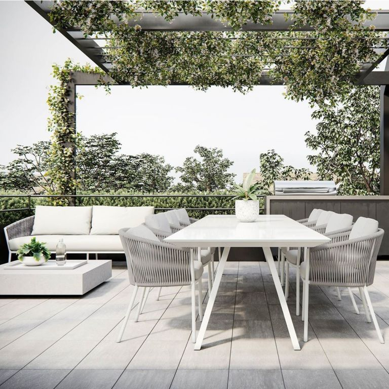 The Outdoor Dining Table
