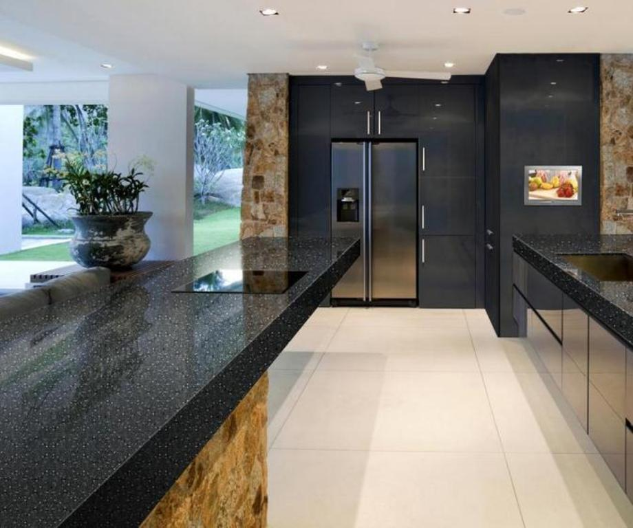 Do black quartz countertops stain or scratch easily