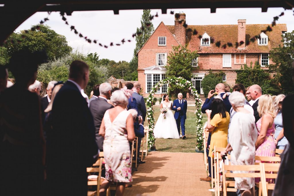 Start Planning Your Outside Wedding Today