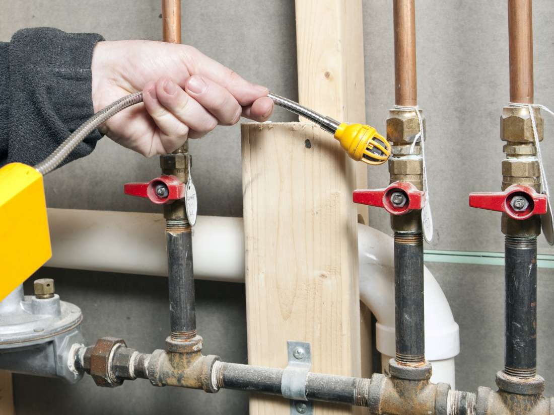 Reasons for investing in a professional plumber for gas pipe servicing