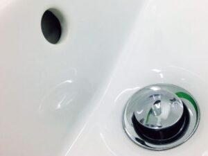 DIY: How to Plug Your Bathtub Drain