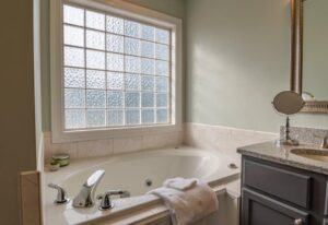 Creative Small Bathroom Suggestions for Homeowners