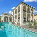 Expert Tips for Choosing a Luxury Home to Purchase