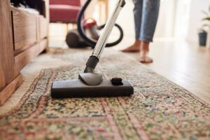 Here's How You Can Efficiently Vacuum Your Floors