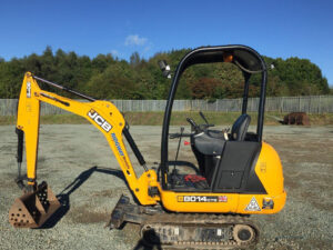 Mini Diggers – Why Hiring One Can Save You Money