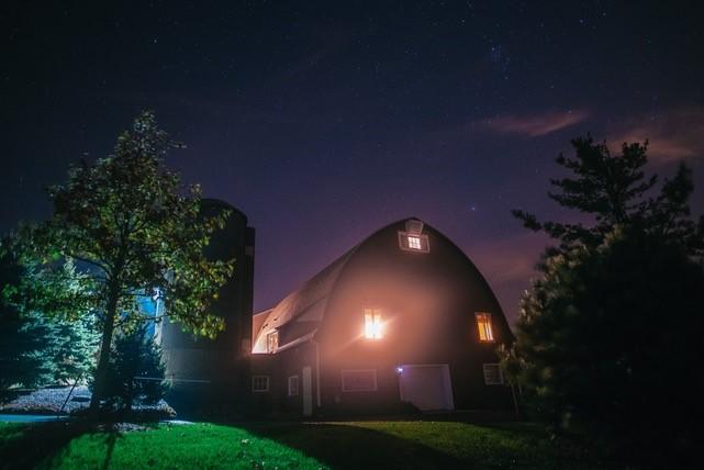 barn-at-night