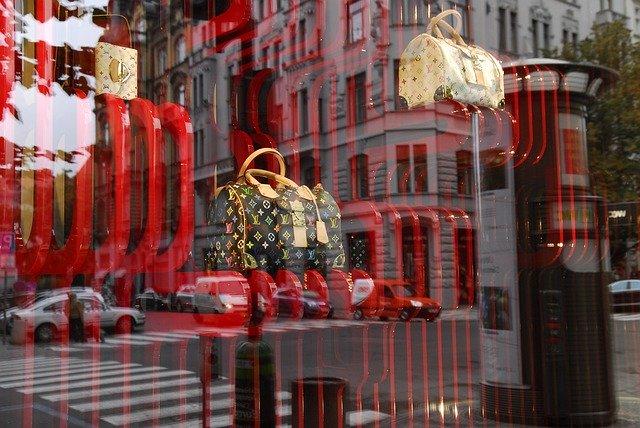 How to ship luxury goods