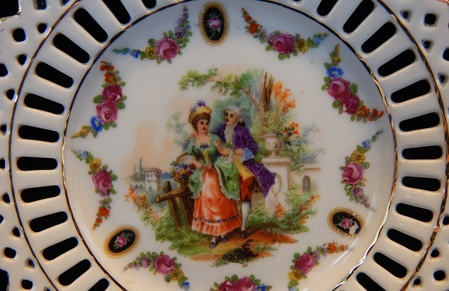 shipping decorative plates