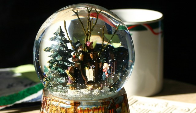 shipping snow globes