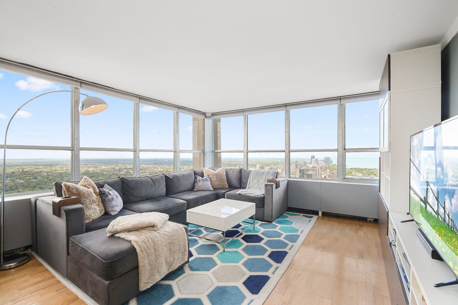 Lakeview - 655 Irving Park Road Unit 5016, Chicago, IL 60613 - Living Room