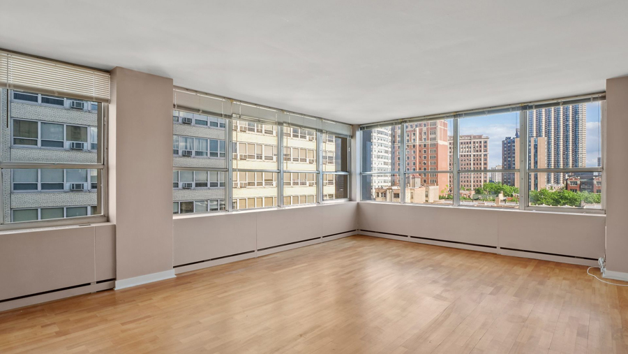Lakeview - 655 Irving Park Road Unit 701, Chicago, IL 60613 - Living Room