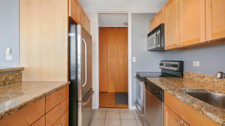 Lakeview - 655 Irving Park Road Unit 5016, Chicago, IL 60613 - Kitchen