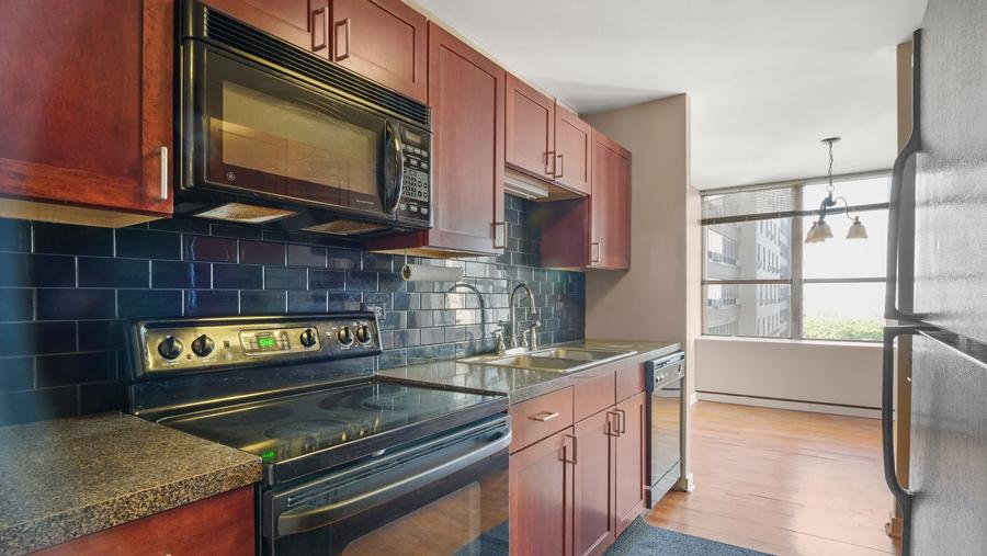 Lakeview - 655 Irving Park Road Unit 701, Chicago, IL 60613 - Kitchen